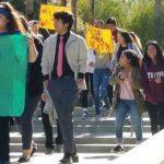 罷課17分鐘 學生登記選民發聲