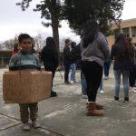 8歲童自製海報抗議槍枝暴力 獲讚「英雄」