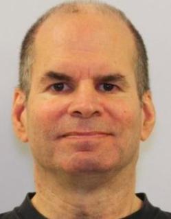 蒙郡公校的代課教師Steven Katz因不當觸摸未成年學生被控罪。(蒙郡警方提供)