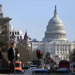 合法砍聯邦公務員薪水 眾院擬延「霍爾曼規則」