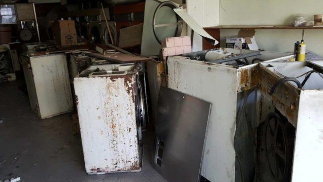 華人洗衣店 「私改電路」被罰