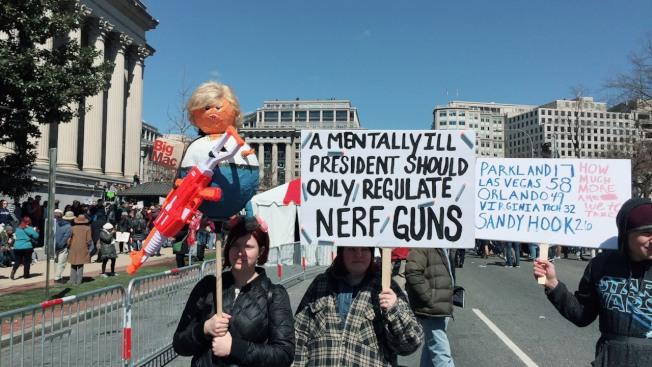 全國反槍枝暴力集會「為活命而走」(March for Our Lives),主場華府今天中午在賓州大道展開。(特派員許惠敏/攝影)