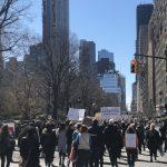 為活命而走  紐約近20萬人吶喊 倖存者:想要看到改變