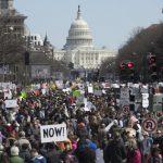 【為活命而走】白宮讚學生勇氣可嘉 提案禁「撞火槍托」