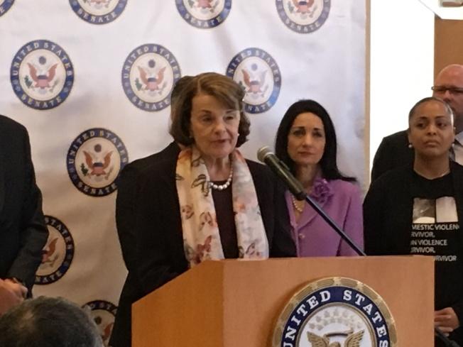 加州的聯邦參議員范士丹支持反槍。(記者謝雨珊/攝影)