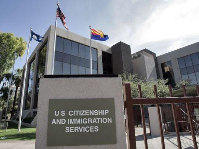 公民及移民服務局公布政策備忘錄,工作地點可能改變的員工申請H-1B簽證時,該局可能要求提供詳細的文件紀錄。(美聯社)