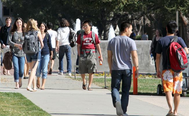 川普總統上台後緊縮移民政策,讓部分外國留學生視美國為畏途。(美聯社)