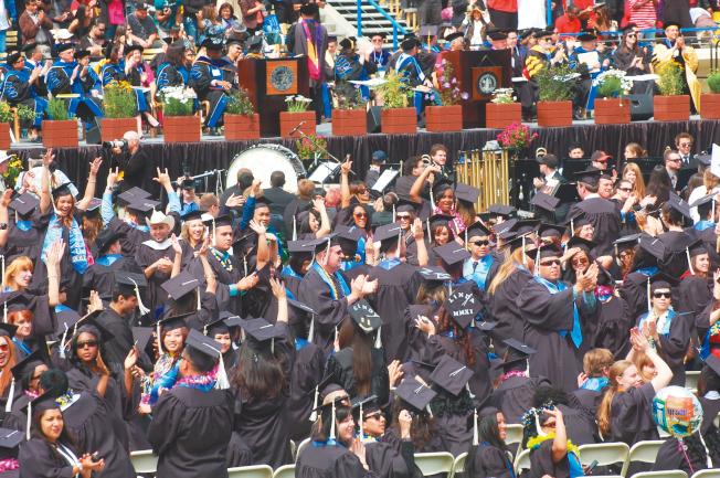 順利拿到H-1B簽證是許多留學生畢業後的夢想。(本報檔案照)
