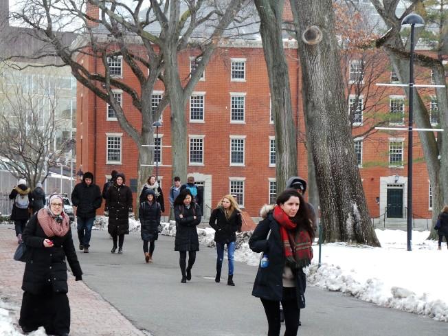 有哈佛大學等名校文憑的留學生,一樣在抽不到H-1B名額後就得離開工作崗位和美國。(記者唐嘉麗/攝影)