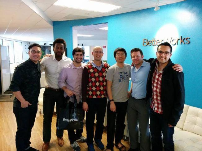 在MIT攻讀MBA學位的專科醫師廖威宣(左四)與來自全球和全美各地的研究所同學參加研討會。(廖威宣提供)