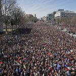 【為活命而走】華府主場數十萬人集會 青少年全家總動員