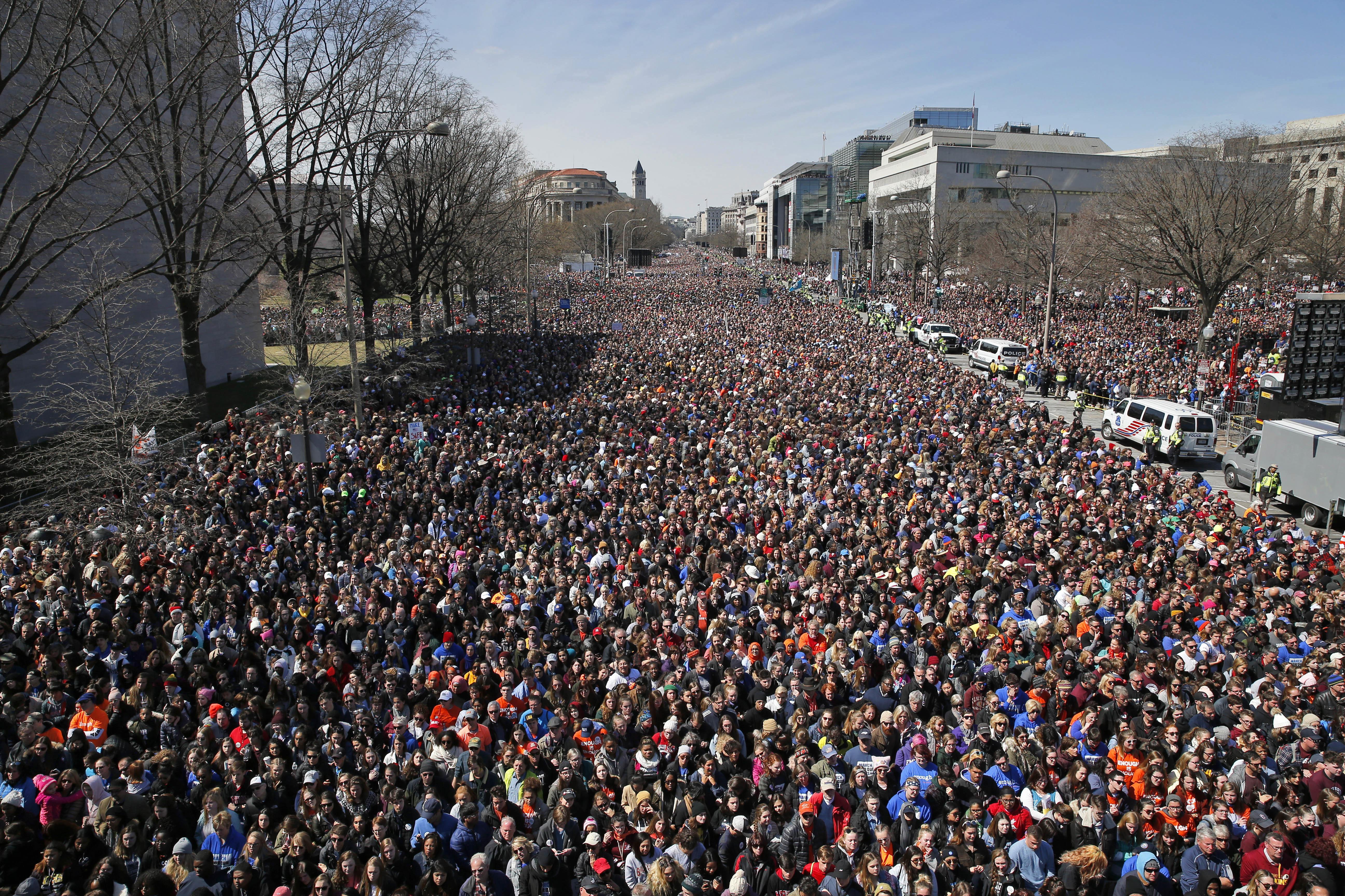 全國反槍枝暴力集會「為活命而走」(March for Our Lives),數十萬示威者聚集在主場華府。(美聯社)