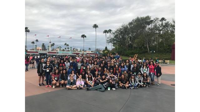 墜谷巴士上的學生為來自德州休士頓Channelview高中的樂團成員。(圖取自臉書)
