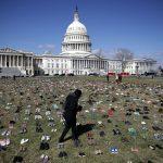 〈圖輯〉國會草皮上7千雙鞋 都是槍下亡魂