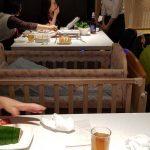吃火鍋帶嬰兒同行 新加坡海底撈搬出嬰兒床