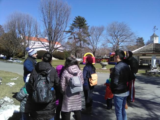 3月19日,30多個華人家庭參觀在長島皮爾斯營地。(韓傑/攝影)