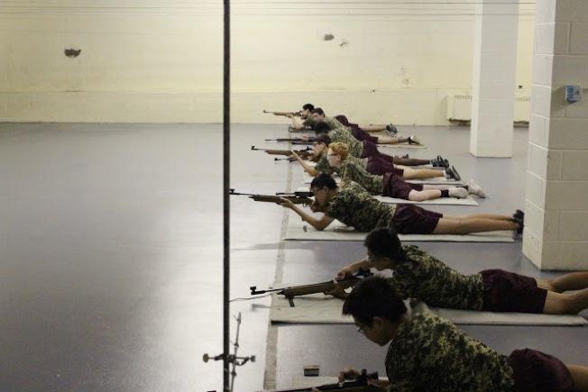 紐約軍校夏令營提供射擊訓練,培養尚武精神。(紐約軍校/提供)