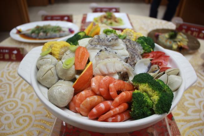 控制膽固醇,少吃海鮮只是方法之一。(本報資料照片)