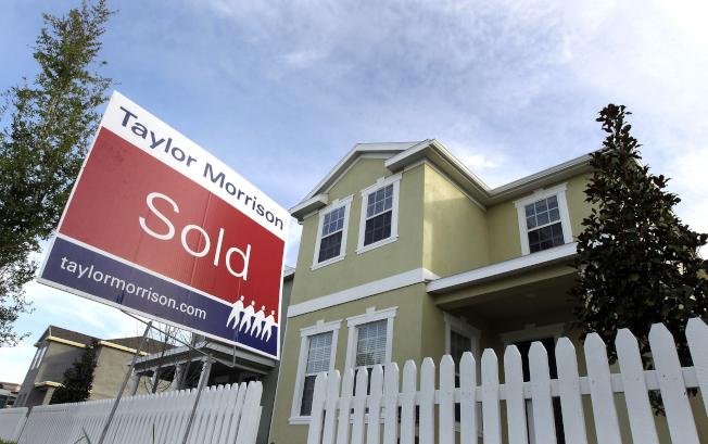 就業與所得持續成長,美國今春房市預測會現榮景,有的買家甚至不看房就出價。(美聯社)