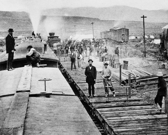 來自中國修鐵路工人的兒子,開啟了美國「出生國籍」的先河。(美聯社)