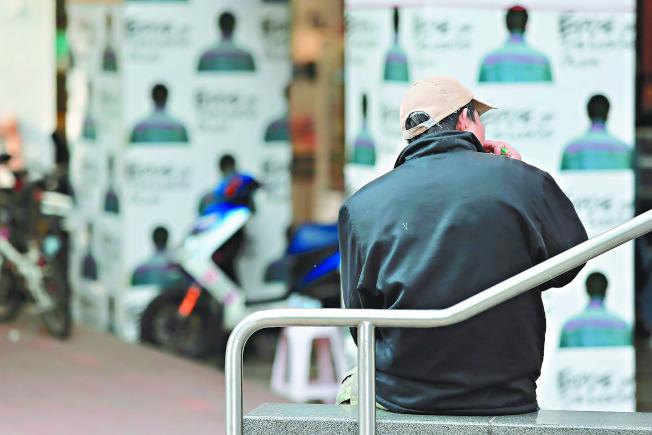 研究發現,台灣65歲以下失智者有增加趨勢。專家估計全台逾6000人潛藏社區尚未確診或被誤診。圖中人物非當事人。(記者林伯東/攝影)