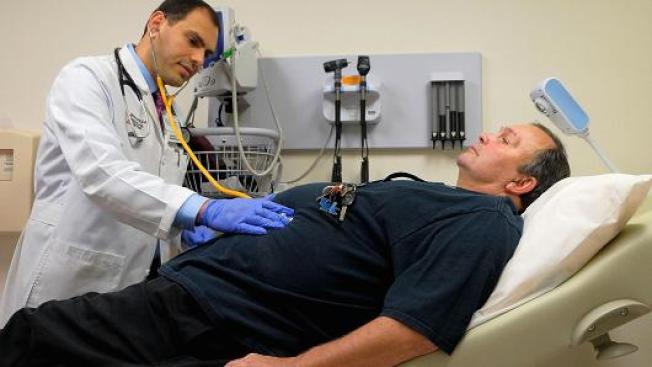 聯邦官員鼓勵向民眾提供短期健保,可降低保費但福利較少。(Getty Images)