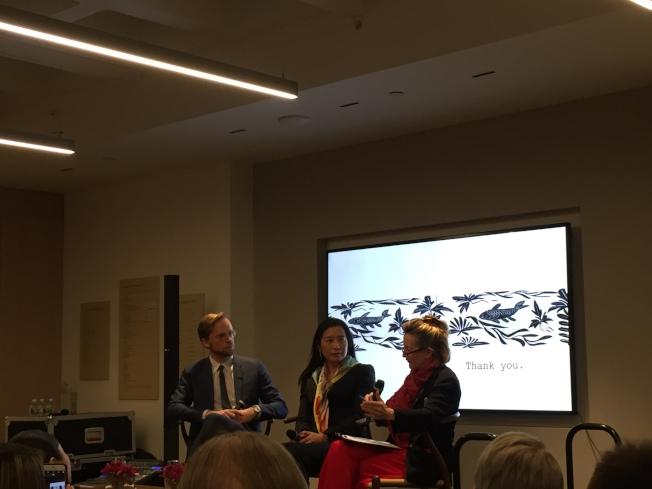 佳士得中國區主席蔡金青(中)認為,21世紀藝術市場中心在中國。(陸怡雯/攝影)