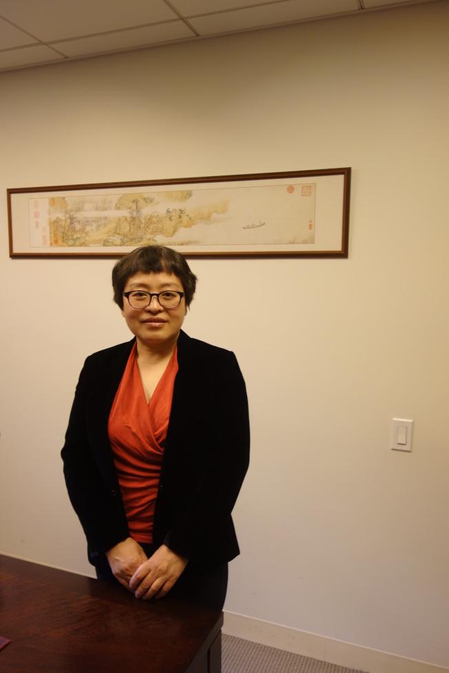 胡妍妍說,牆上的仇英「赤壁圖」,原件曾是清宮御藏。(陸怡雯/攝影)