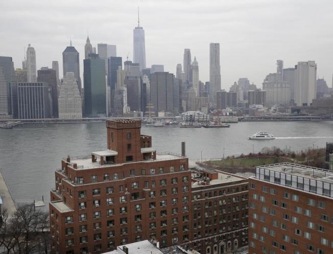 曼哈頓的房租比去年同期下降3.8%,這對於在紐約市尋找租屋的人來說無疑是一個好消息。(美聯社)