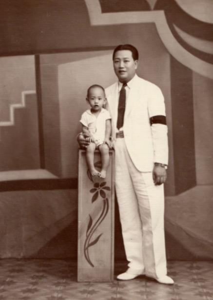 趙不移(左)在一歲後就沒再見過父親,尋根之旅後才瞭解當時的歷史,解開心結。(圖:趙保榮、林濼怡提供)