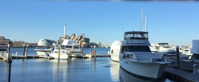 菲爾斯點的濱河步道,港區景致盡收眼底。(特派員許惠敏/攝影)