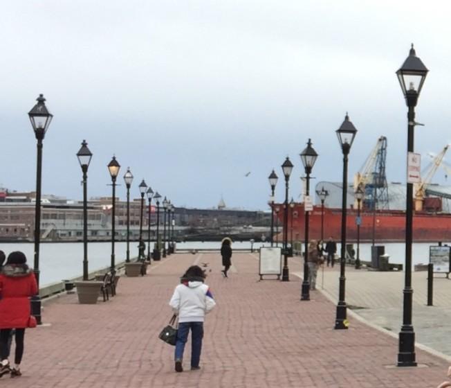 「西雅圖夜未眠」的女主角梅格萊恩劇中曾在菲爾斯點碼頭漫步徬徨。(特派員許惠敏/攝影)