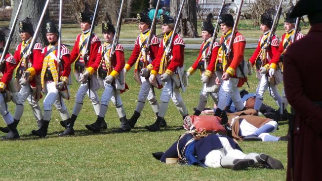 麻州每年以重演獨立戰爭首場戰役經過,紀念愛國者日。(記者唐嘉麗/攝影)