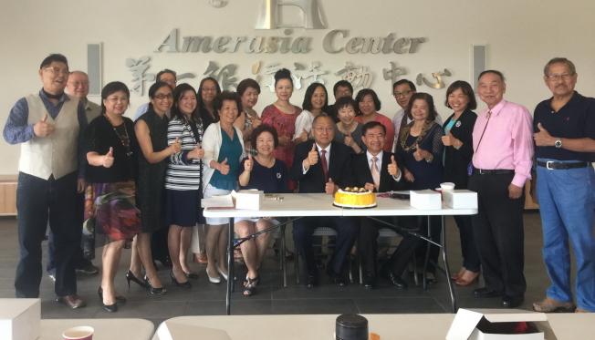 部分參加中佛州僑務工作座談會人員合影。(記者陳文迪╱攝影)