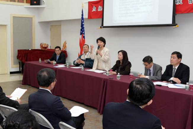 徐儷文(發言者)呼籲華人支持台灣加入WHA。(記者朱澤人/攝影)