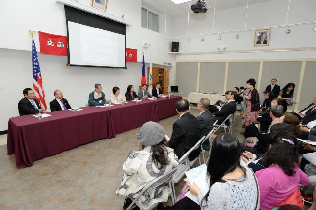大紐約僑界14日在法拉盛華僑文教中心舉辦僑務工作座談,呼籲華人支持台灣加入WHA。(記者朱澤人/攝影)