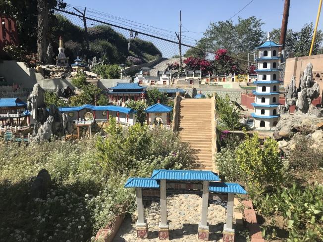 徐群用12年時間在家中打造中國式園林湘園。(記者高梓原/攝影)