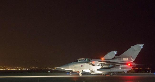 英國皇家空軍龍捲風戰機準備出擊。(Getty Images)