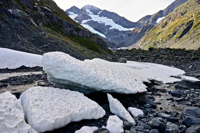 Byron Glacier是離安哥拉治最近的冰河景點,身處於冰河道中,方知人類之渺小。