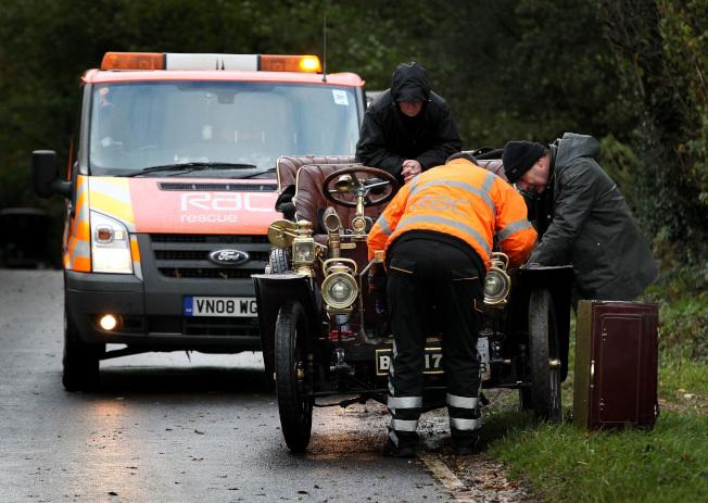 道路救援是幾乎所有新車保修的一部分。(美聯社資料照片)