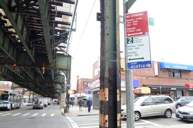 羅斯福大道早上和晚上尖峰時段禁止停車。(本報檔案照)