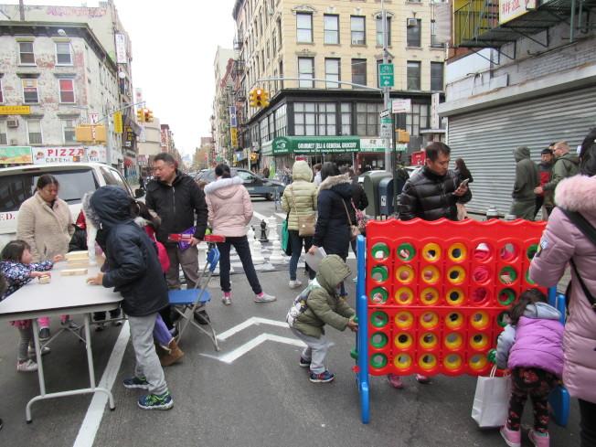 多個遊樂設施讓孩童玩得不亦樂乎。(記者顏嘉瑩/攝影)