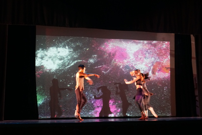 演出融入傳統竹板快書與美式經典嘻哈音樂,從中找到更多的創意火花。(記者林群/攝影)