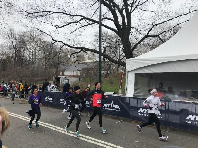 女子半程馬拉松比賽15日在曼哈頓中央公園舉行。(記者和釗宇/攝影)