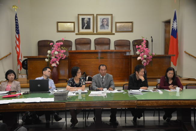 出席代表爭論不休下,羅省中華會館主席梁永泰最終宣布,將議題延後討論。(記者高梓原/攝影)