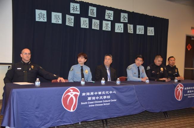 漢梅爾(左一)率五位華語專員、警員與社區民眾見面。(記者王全秀子/攝影)