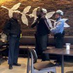 沒點餐算非法入侵?星巴克報警驅非裔 民眾怒抵制