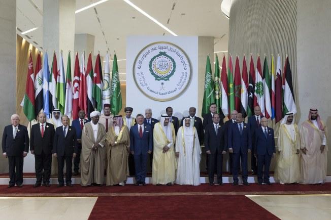阿拉伯聯盟國家15日在沙烏地阿拉伯舉行峰會,要求對敘利亞政府軍使用化學毒氣殘害平民婦孺慘事,展開調查,並譴責伊朗。(歐新社)