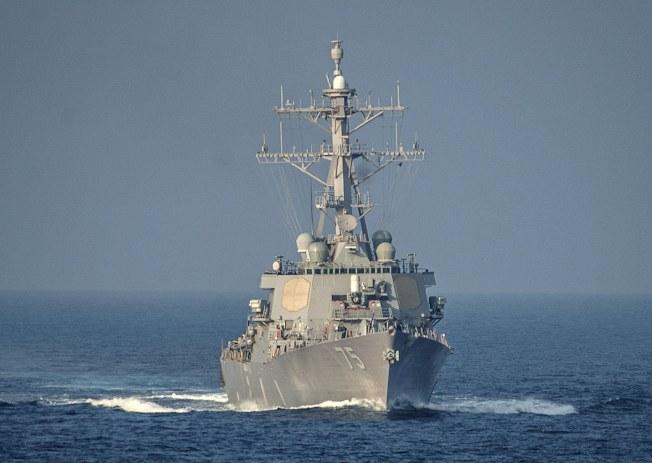 美英法聯軍聲東擊西,讓圖中這艘美神盾艦「庫克號」在地中海不動,佯攻誘敵奏效。(歐新社)