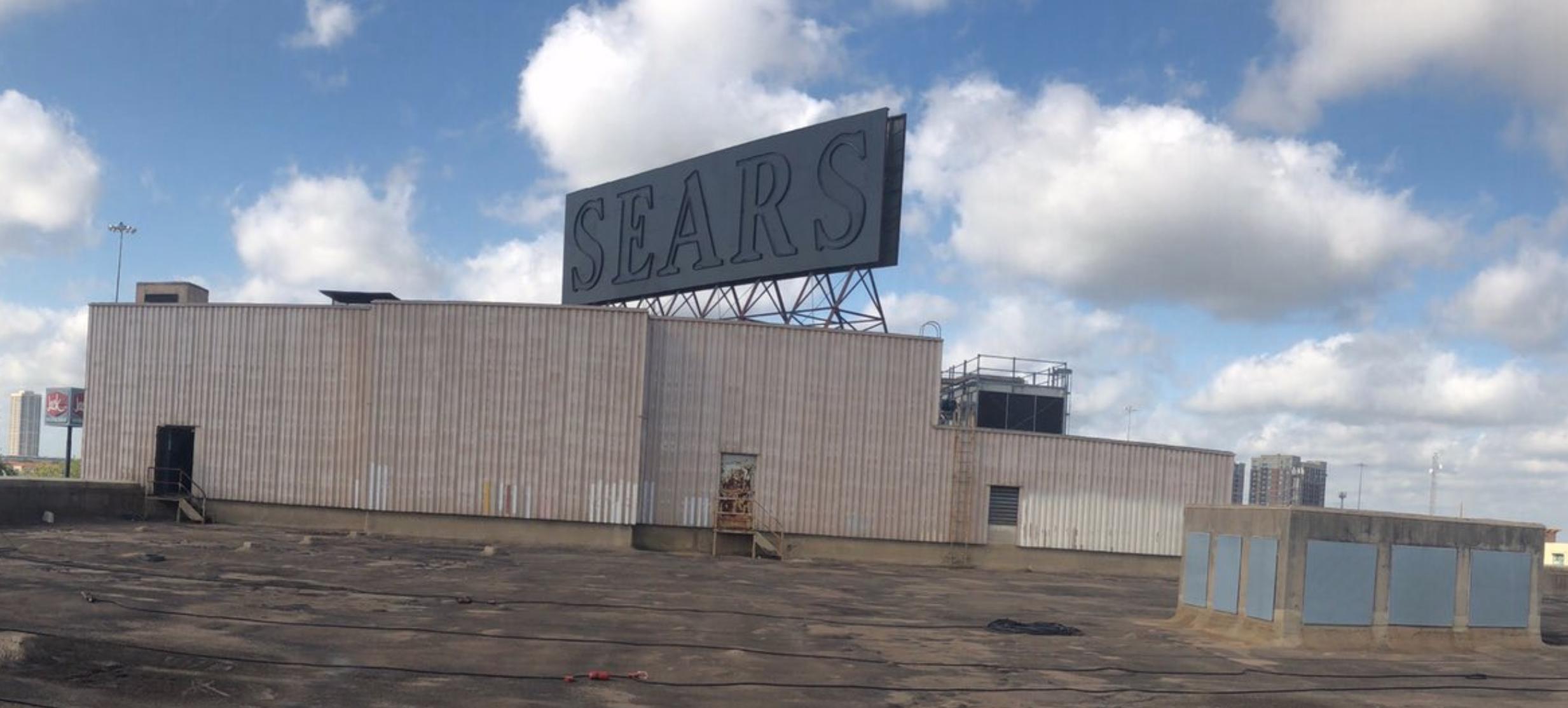 「Sears」商場是休士頓市中心地標建築。(休士頓市政府提供)